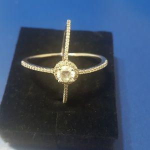 Very pretty dainty cz silver ring, size 8